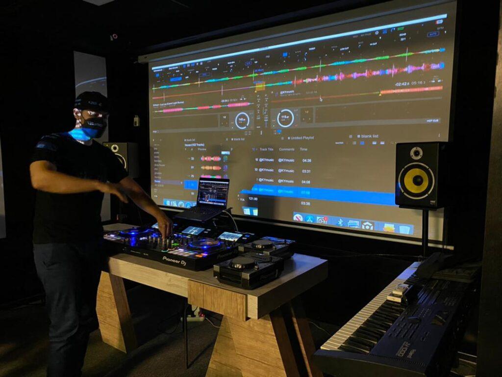 کلاس دی جی DJ